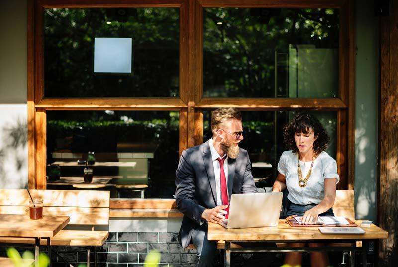 A la hora de afrontar una conversación o negociación de negocios, es muy importante cuidar los detalles, y en Tatutrad lo sabemos bien